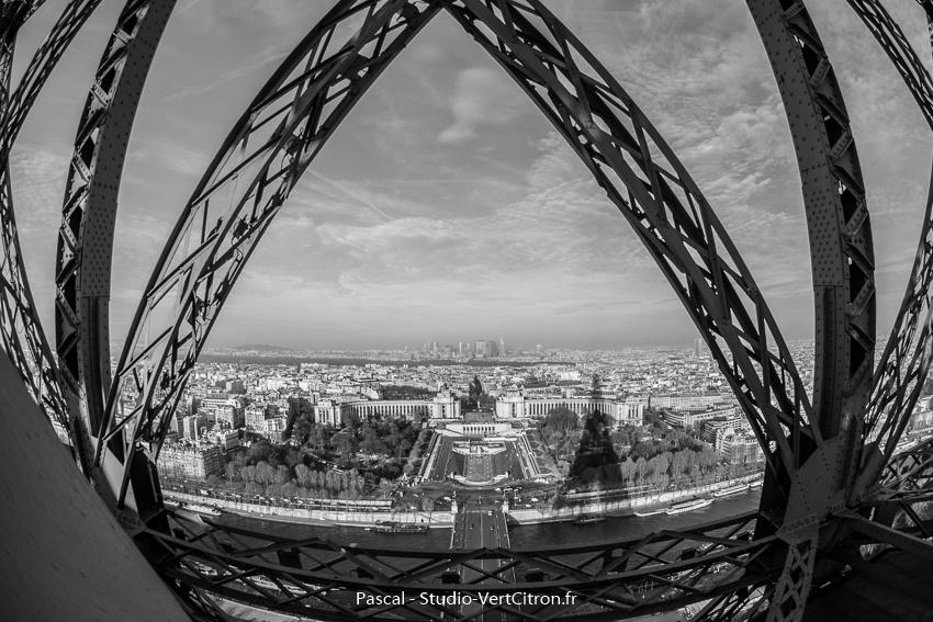 Tour Eiffel à Paris depuis le 2e étage en décembre 2016